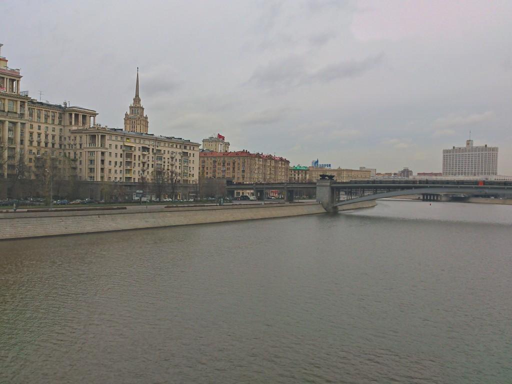 Вид на белый дом в Москве